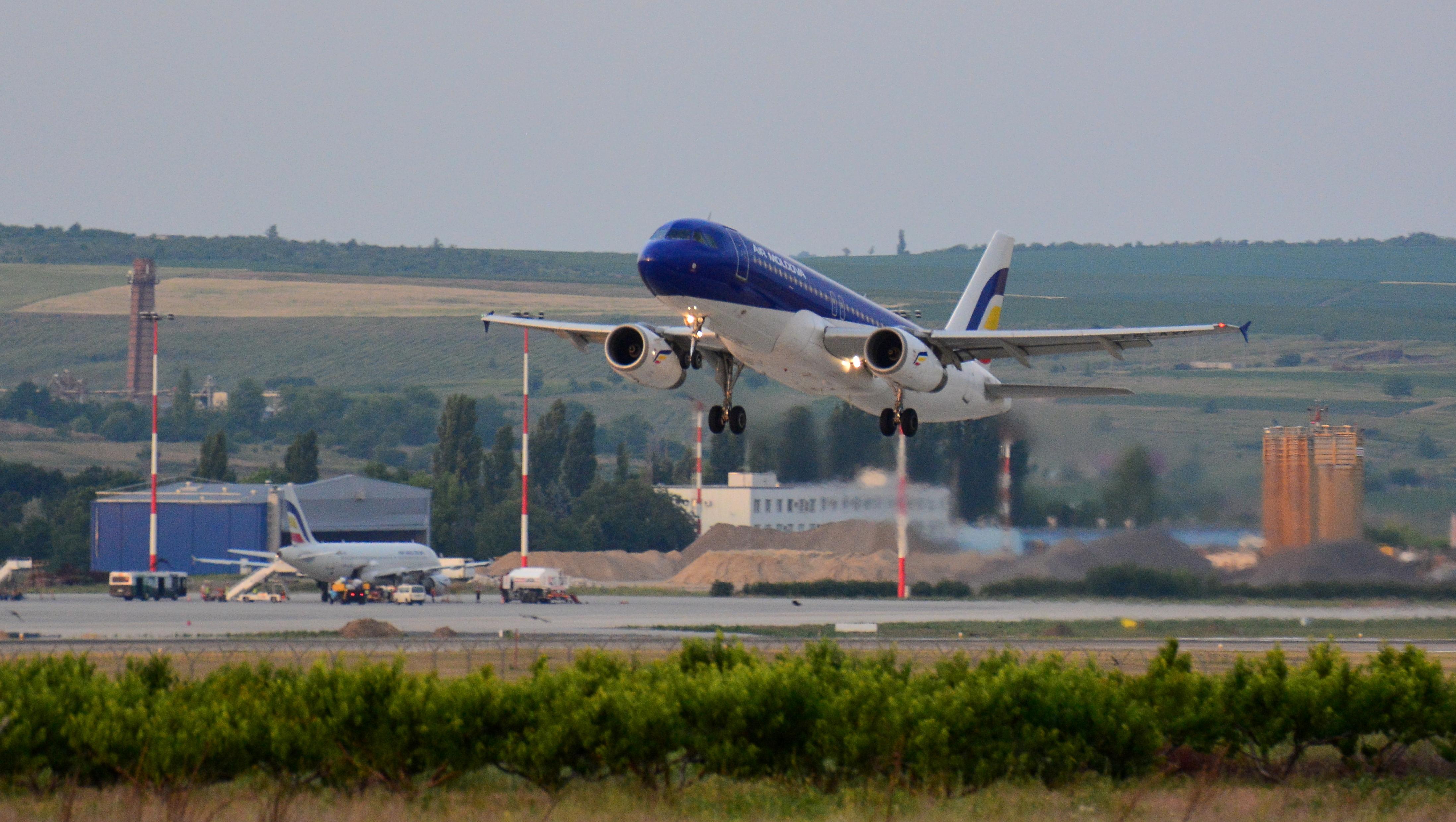 Airbus A320-233 ER-AXP