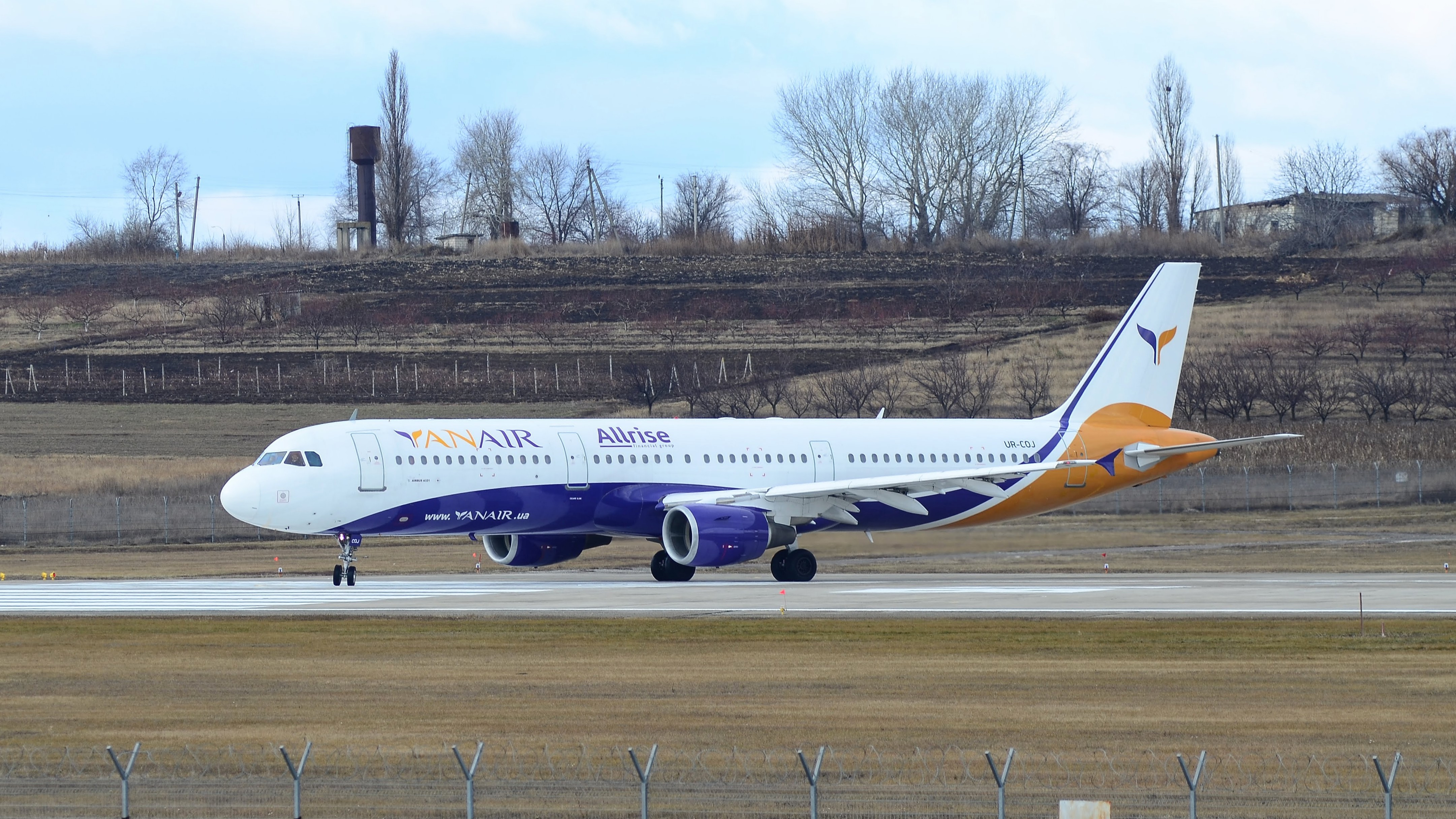 Aitbus A321 UR-COJ