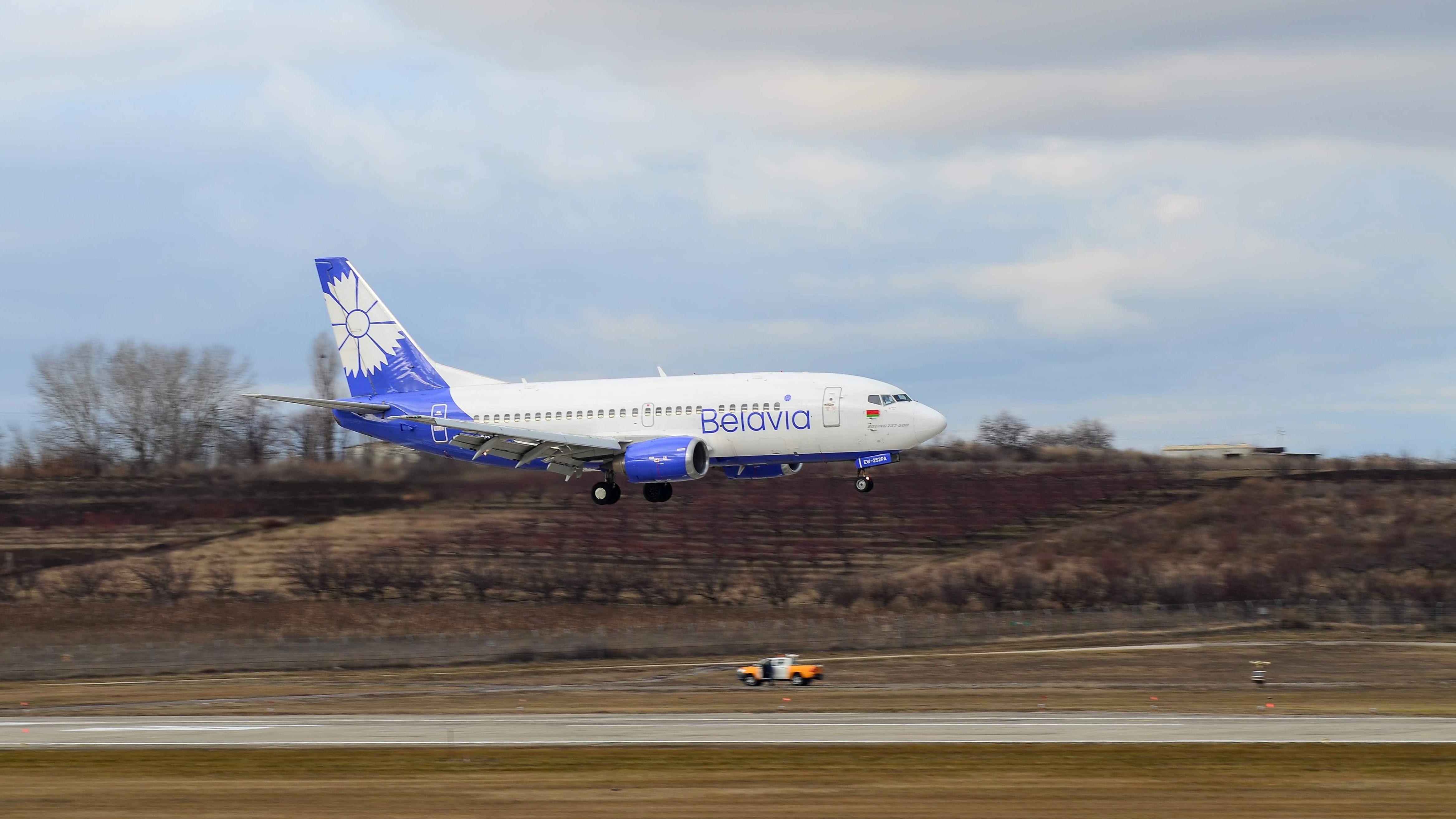 Boeing 737 EW-252PA