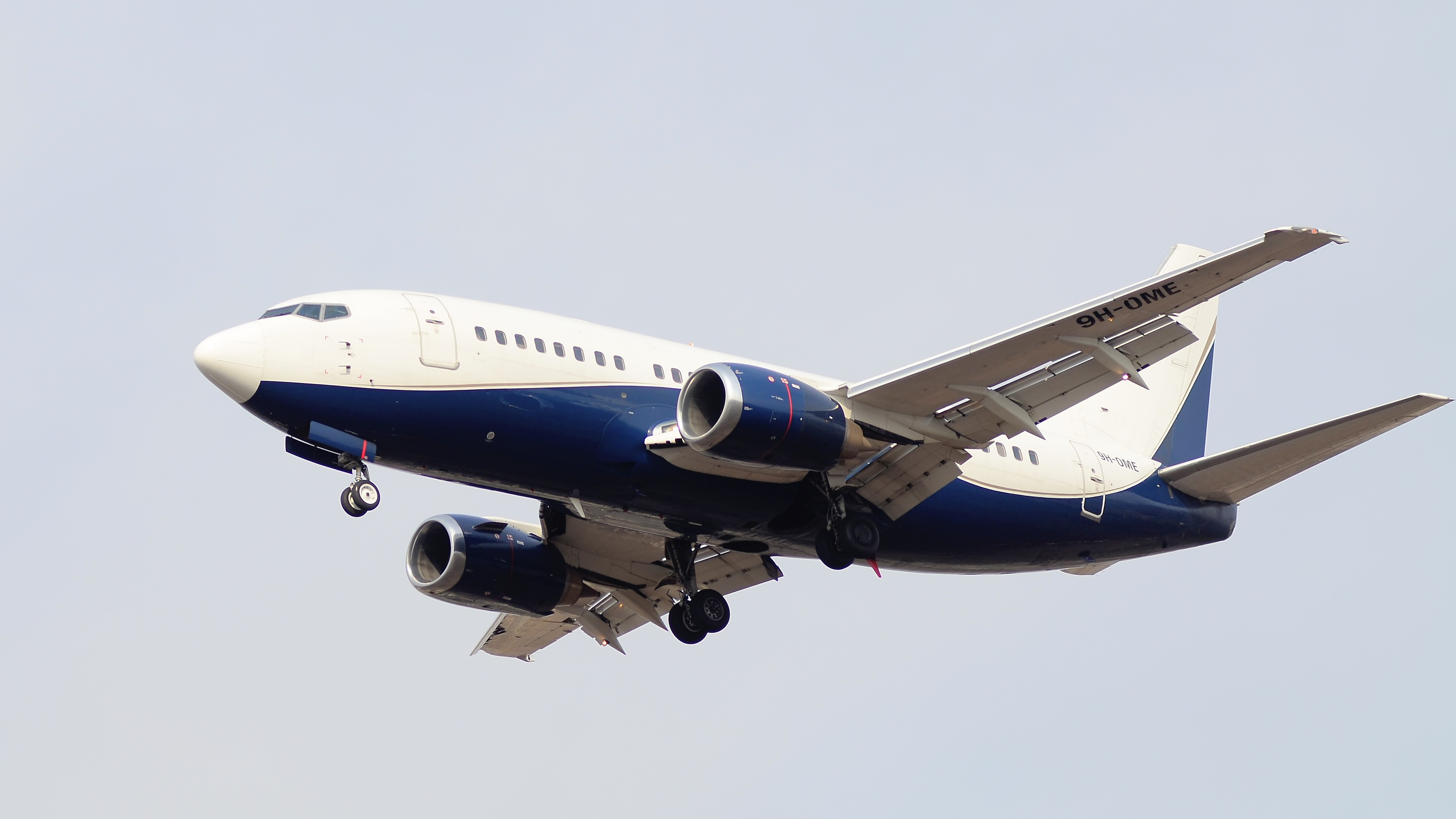 Boeing 737, 9H-OME