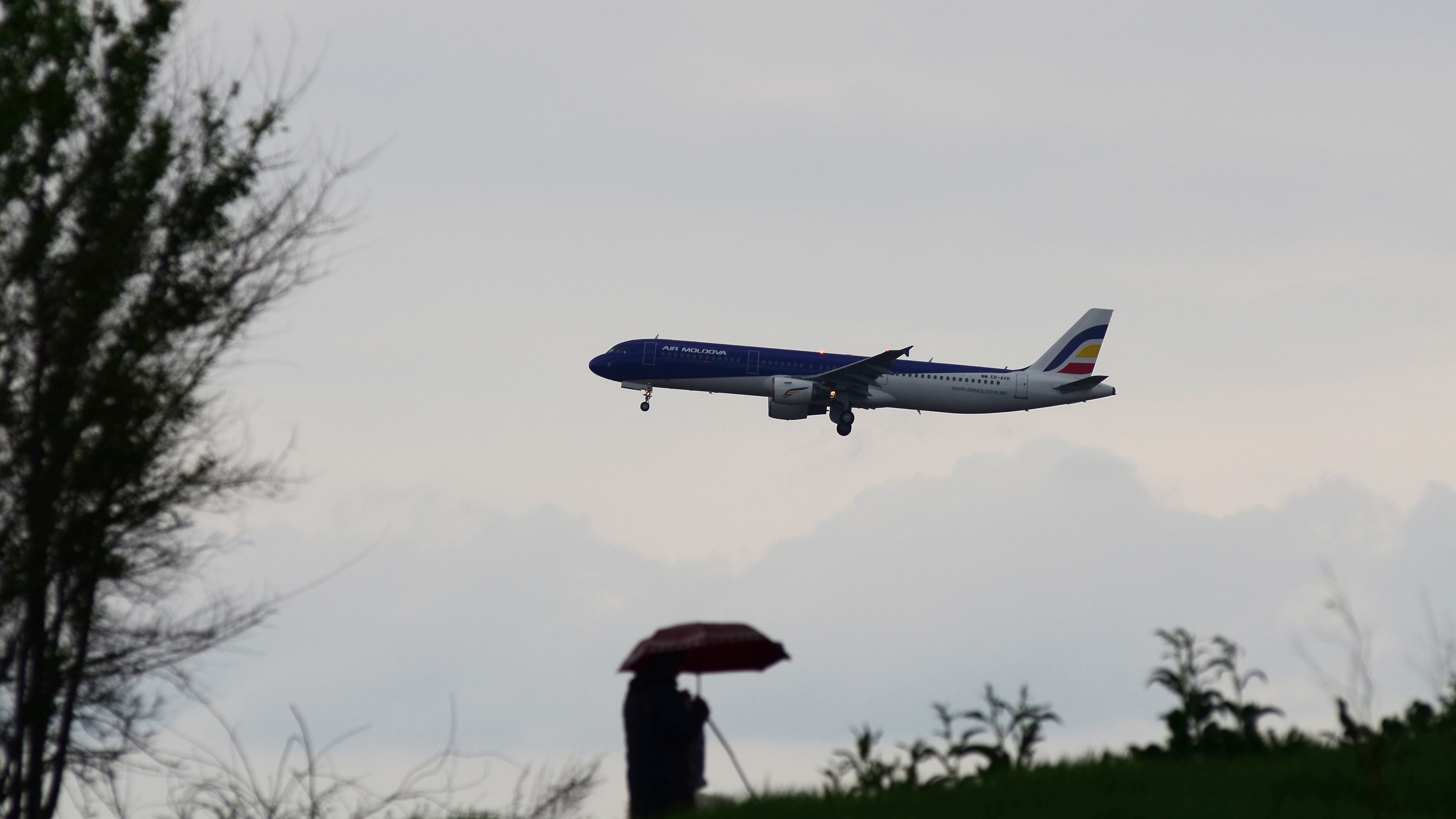 Airbus A321-200 ER-AXR