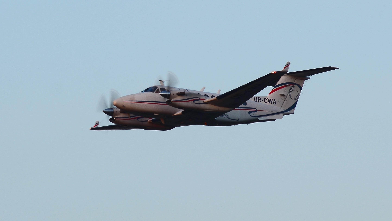 UR-CWA, B-300
