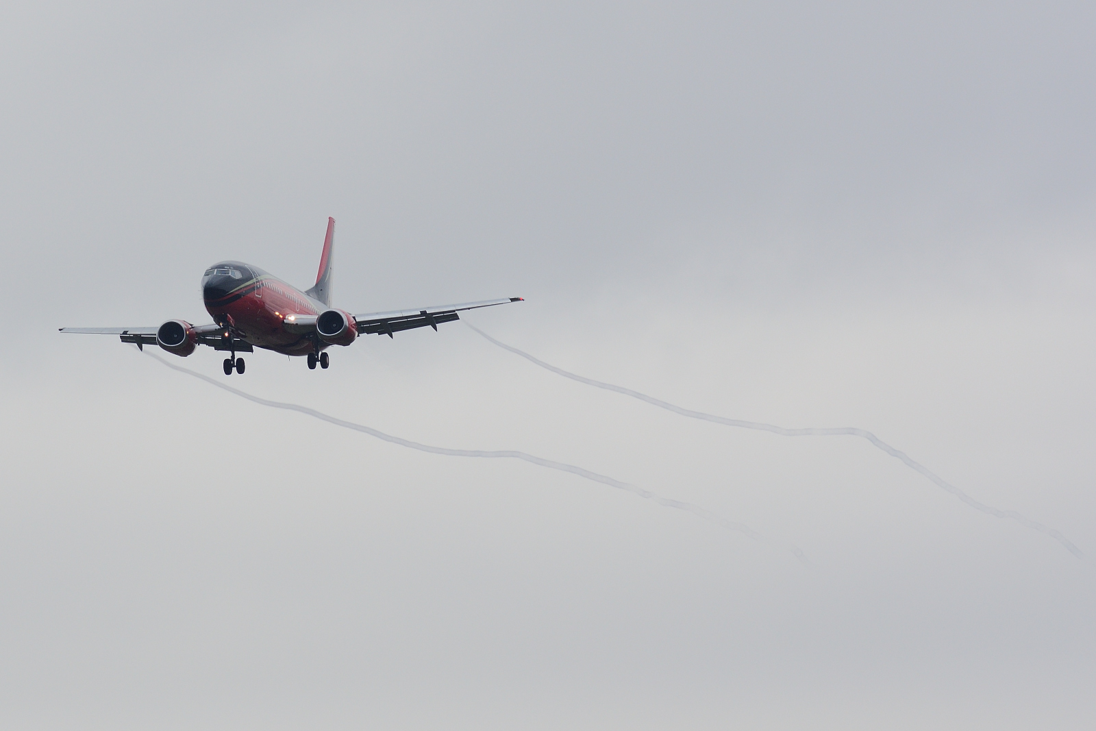 Boeing 737, LY-KDT