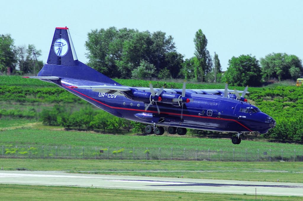 An-12, UR-CGV