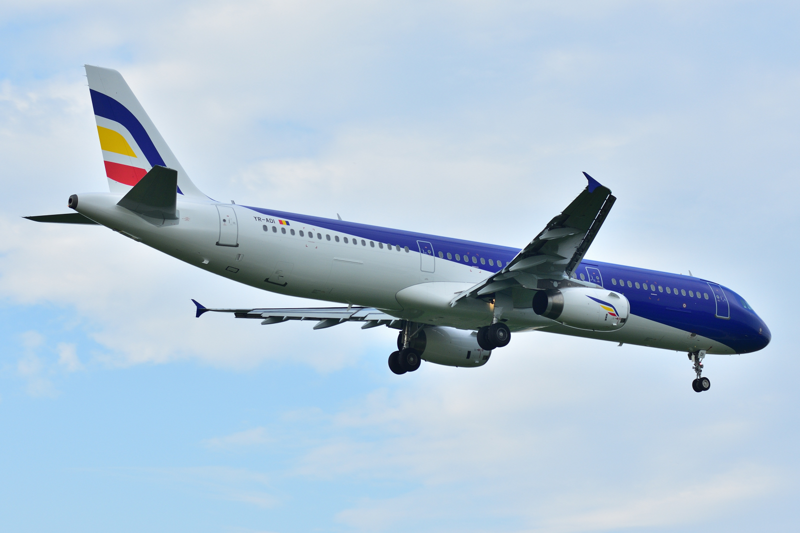 Airbus A321, YR-ADI