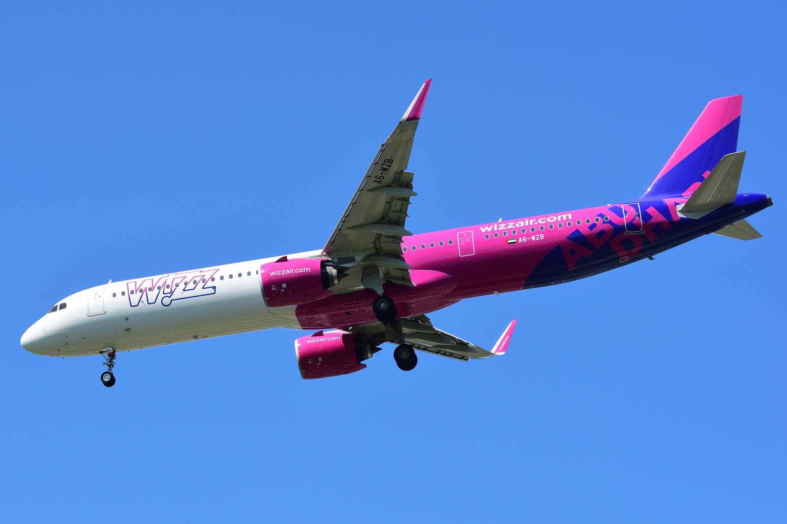 Airbus A321, A6-WZB