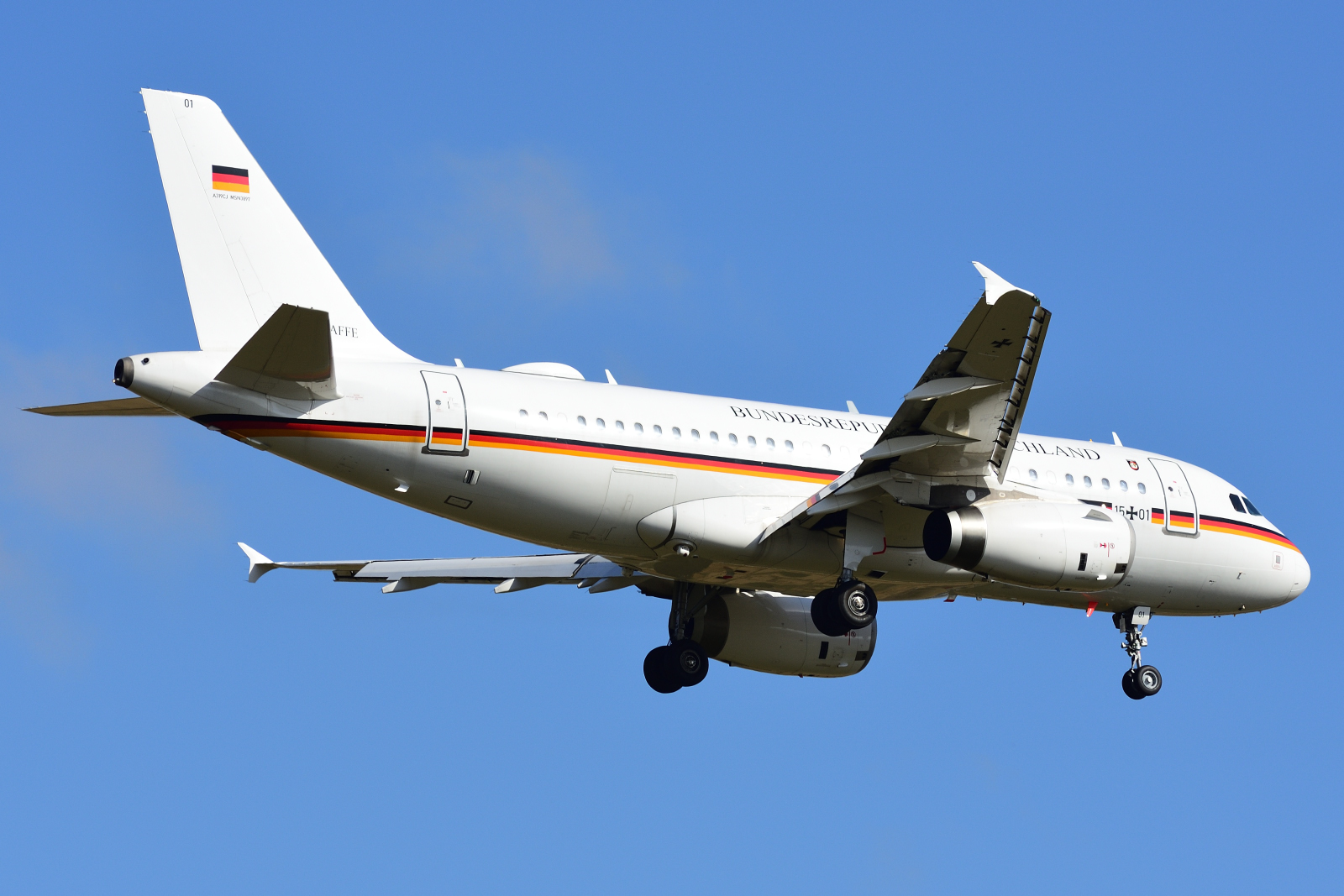 Airbus A319, 15+01